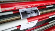Vor dem Oberlandesgericht in München, in dem der NSU-Prozess stattfindet, erinnerte vor Prozessbeginn Anfang Mai ein Schild an eines der Opfer