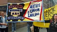 """Für mehr Recht, für mehr Geld: Die britische Künstlergerkschaft """"Artist Union England""""."""