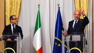 Inhaltlich weit auseinander: Italiens Finanzminister Giovanni Tria (l.) und EU-Wirtschaftskommissar Pierre Moscovici auf einer Pressekonferenz in Rom