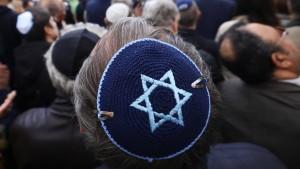 Berliner tragen Kippa gegen Antisemitismus