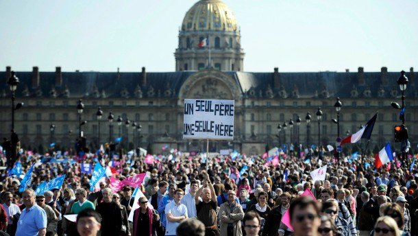 Massive protests in France days ahead of gay marriage legalizatio