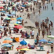 Überfüllter Strand in der galicischen Provinz Pontevedra. In Pontevedra gibt es nun das erste Glücksdezernat Galiciens.