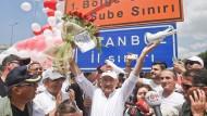 An Tag 23: Kilicdaroglu und seine Anhänger erreichen am Freitag die Stadtgrenze von Istanbul.