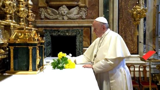 Papst betet für ein Ende der Corona-Pandemie