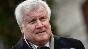 Seehofer will Vorschlag für effizientere Abschiebungen präsentieren