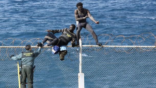 Finanzielle Anreize bewegen nur wenige Migranten zur Rückkehr