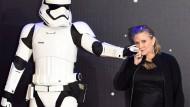 """Carrie Fisher 2015 bei der Europa-Premiere von  """"Star Wars: Das Erwachen der Macht""""."""