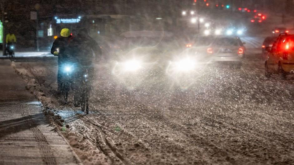 Trotz Schnee gab es in Frankfurt laut Polizei keine besonderen Vorkommnisse.