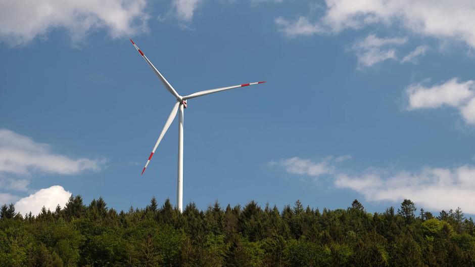 Für Ökostrom: In Hessen sind im ersten Halbjahr neun Windkraftanlagen errichtet worden (Symbolbild).