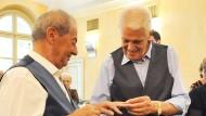 Späte Krönung einer großen Liebe: Franco (links) und Gianni geben sich im Turiner Rathaus das Ja-Wort.