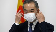 Chinas Außenminister Wang Yi ist der ranghöchste Vertreter, der sich an der Erzählung beteiligt, das Coronavirus habe seinen Ursprung im Ausland.