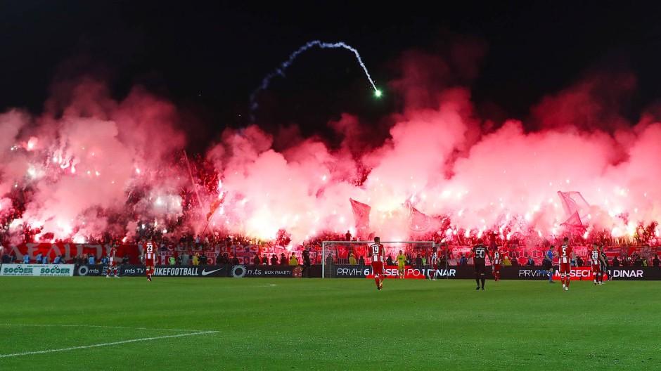 Hexenkessel bei Fußball-Derby in Belgrad