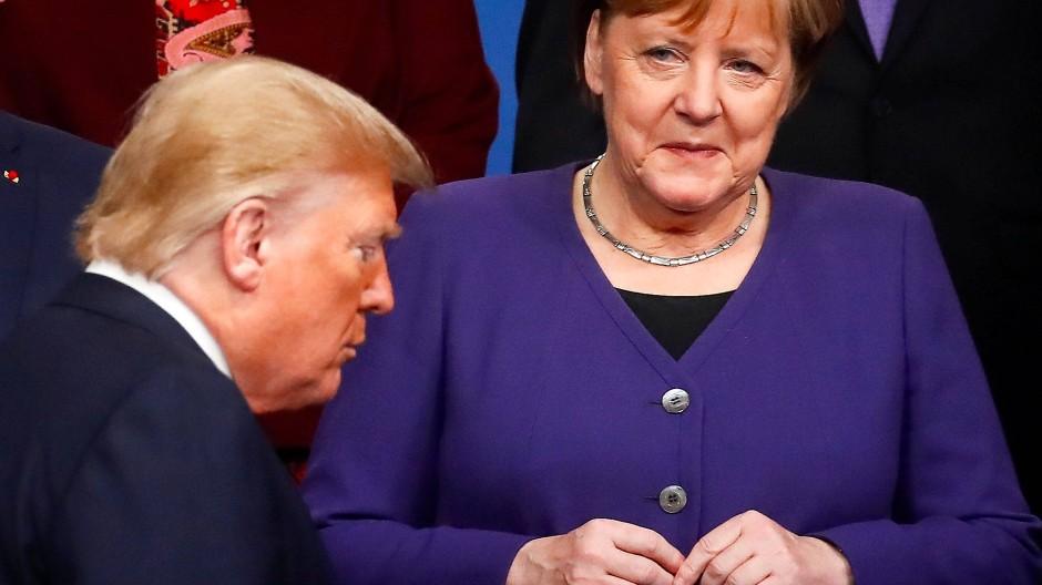 Donald Trump und Angela Merkel auf einem Nato-Treffen im Jahr 2019