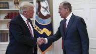 Amerikas Präsident Donald Trump bei seinem Treffen mit Russlands Außenminister Sergej Lawrow im Weißen Haus