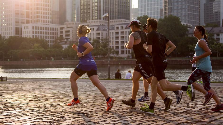 Regelmäßiger Ausdauersport hält fit sowie den Geist und Körper jung.