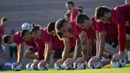 Frankfurter Ballarbeiter: Die Eintracht-Profis üben zum fünften Mal schon in der Golfregion für die Bundesliga.