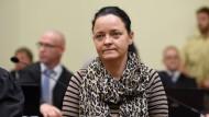 Beate Zschäpe im NSU-Prozess: Die Bundesanwaltschaft ist überzeugt davon, dass sie aktiv an den Morden und Terroranschlägen beteiligt war
