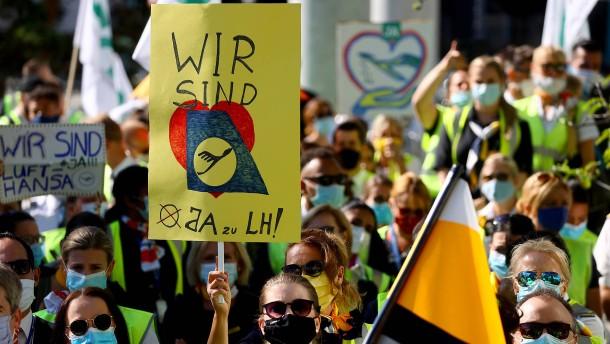 Lufthansa-Beschäftigte demonstrieren für Arbeitsplätze