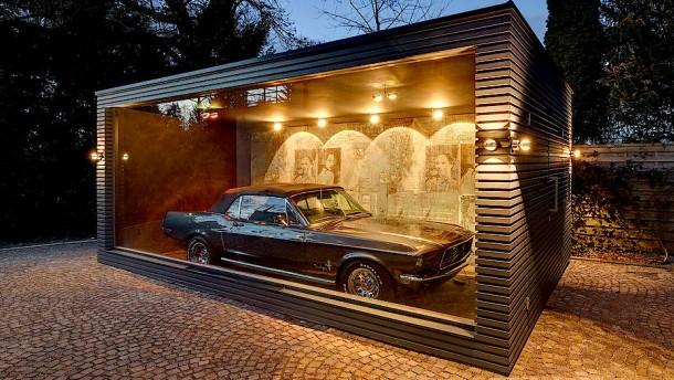 Autoschau im Luxusbau