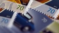 Reichen bald vielleicht nicht mehr aus: 70-Cent-Briefmarken.