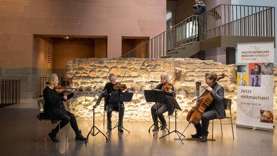 Musik zwischen alten Gemäuern: Das Francono Streichquartett in der Frankfurter Kaiserpfalz