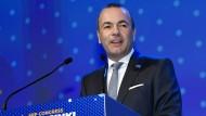 Der CSU-Politiker Manfred Weber ist zum Spitzenkandidaten der konservativen EVP für die Europawahlen gewählt worden.