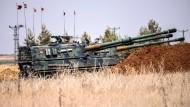 """Ein türkischer Panzer im Gefecht mit Einheiten der Terrorgruppe """"Islamischer Staat"""""""