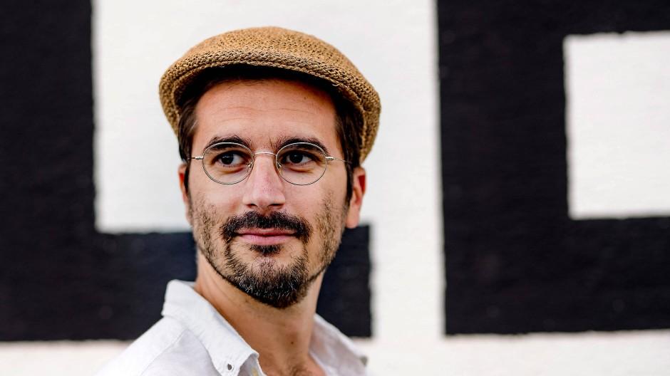 Philipp Weiss sagt von sich selbst, er sei während der Arbeit an seinem Roman gleichsam verschwunden – nun jedoch geht es ins Rampenlicht.