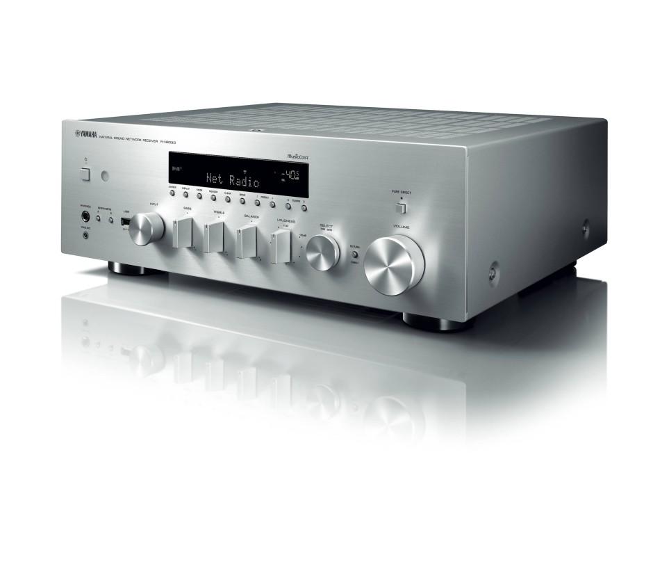 Der Reciever Yamaha R-N803D kann bei Bedarf auch Platten spielen.