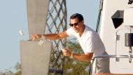 """Hollywood prägt das Bild der Reichen: Leonardo di Caprio in """"The Wolf of Wall Street"""" als wunderbares Beispiel dafür, dass Wohlhabende in Filmen meist betrügerisch und dekadent wirken."""
