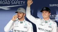 Nur ein hauchdünner Vorsprung auf Lewis Hamilton (links) bringt Nico Rosberg die Pole Position in Japan.