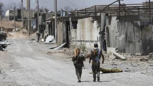 Ließen Kurden Hunderte Dschihadisten aus Raqqa abziehen?