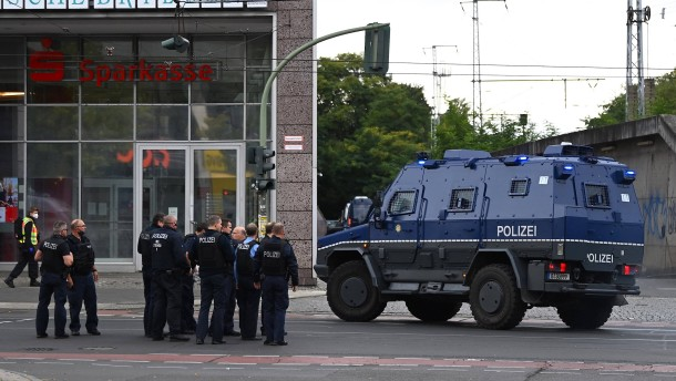 Bankräuber verschanzte sich in Filiale in Berlin