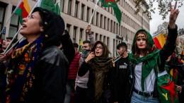 Kurden demonstrieren gegen türkische Militäroffensive