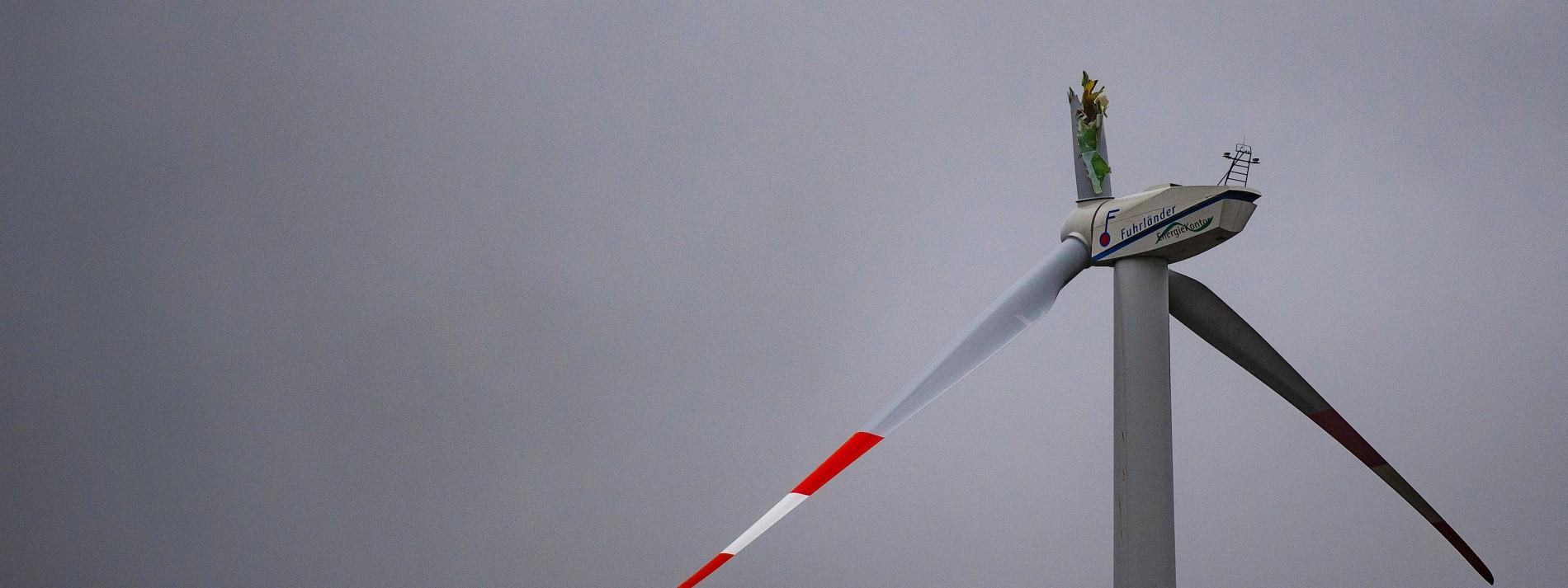 Riesiger Flügel von Windrad abgebrochen