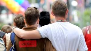 Unionspolitiker wollen Homo-Ehe doch gleichstellen