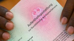 Weniger Menschen erhalten Asylbewerberleistungen
