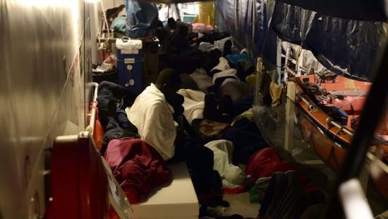 Schiff mit 600 Flüchtlingen findet keinen Hafen