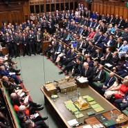 Der britische Premierminister Boris Johnson spricht im Unterhaus nach der Rede der Queen zur Eröffnung des Parlaments.