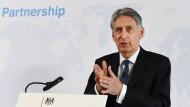 Philip Hammond gilt als der Brexit-kritischste Minister im Kabinett Theresa Mays. Zuletzt warf er der EU aber unnötige Härte bei den Verhandlungen vor.