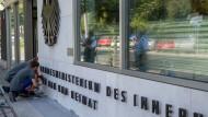 Eingang des Bundesinnenministeriums in Berlin