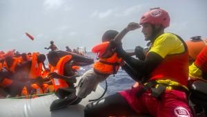 Helfer sperren sich gegen italienischen Flüchtlings-Kodex