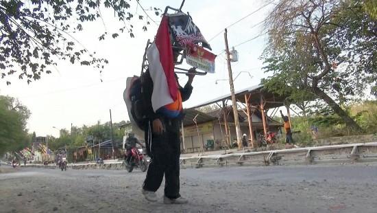 Indonesier läuft 700 Kilometer rückwärts
