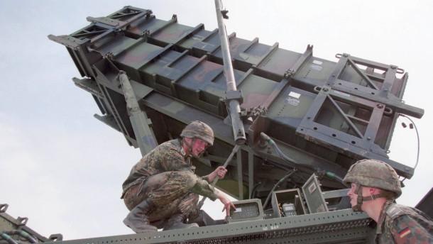 De Maizière aufgeschlossen für  Bundeswehreinsatz