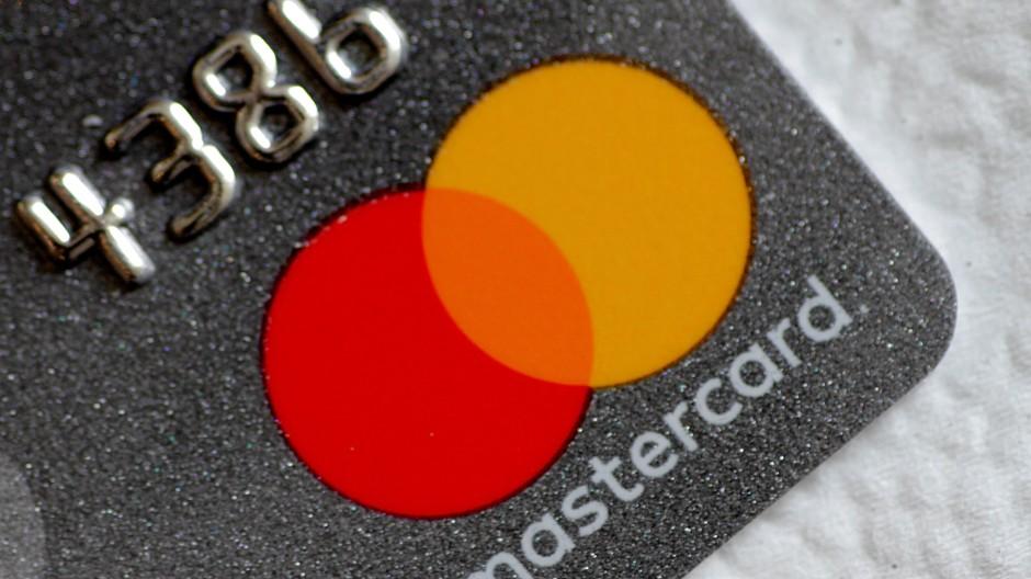 Das Mastercard-Logo könnte bald auf deutlich mehr Karten prangen.