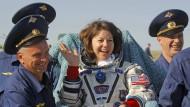 Ein russisches Team empfängt Cady Coleman zurück auf der Erde.