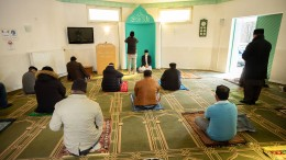 In die Moschee trotz Ausgangssperre