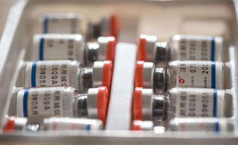 Lässt sich aus spritzen: Beschlagnahmte Fläschchen mit einem Testosteron-Medikament.