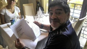 Maradona präsentiert Brief von Fidel Castro