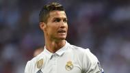 """Die Real Madrid nahe stehende Zeitung """"Marca"""" schrieb in der Onlineausgabe, der Verein unternehme derzeit alles, um Ronaldo """"zu beruhigen""""."""